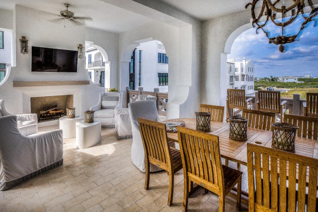 30A beach house outdoor dining room